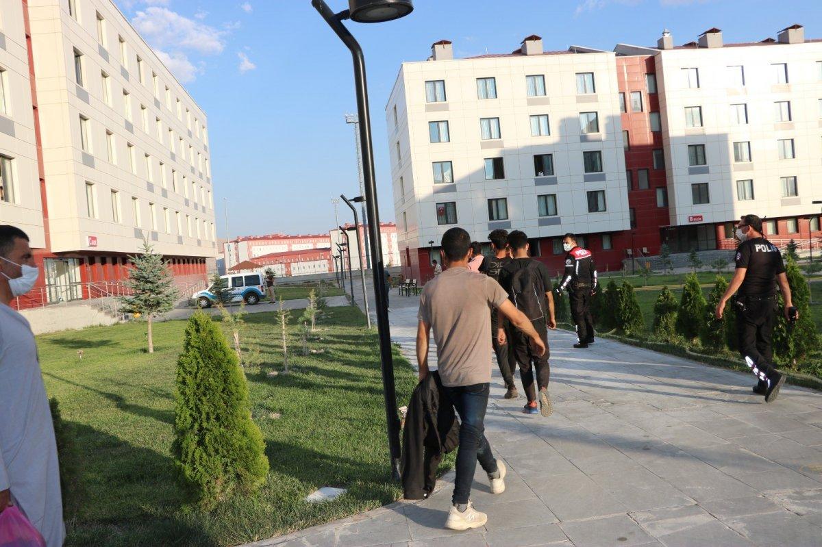 Niğde'de kaçan göçmenler KYK yurtlarına yerleştirildi #3