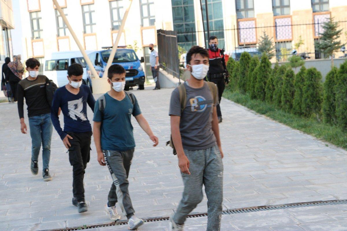 Niğde'de kaçan göçmenler KYK yurtlarına yerleştirildi #4