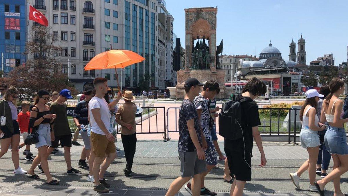 Taksim de turist yoğunluğu #1