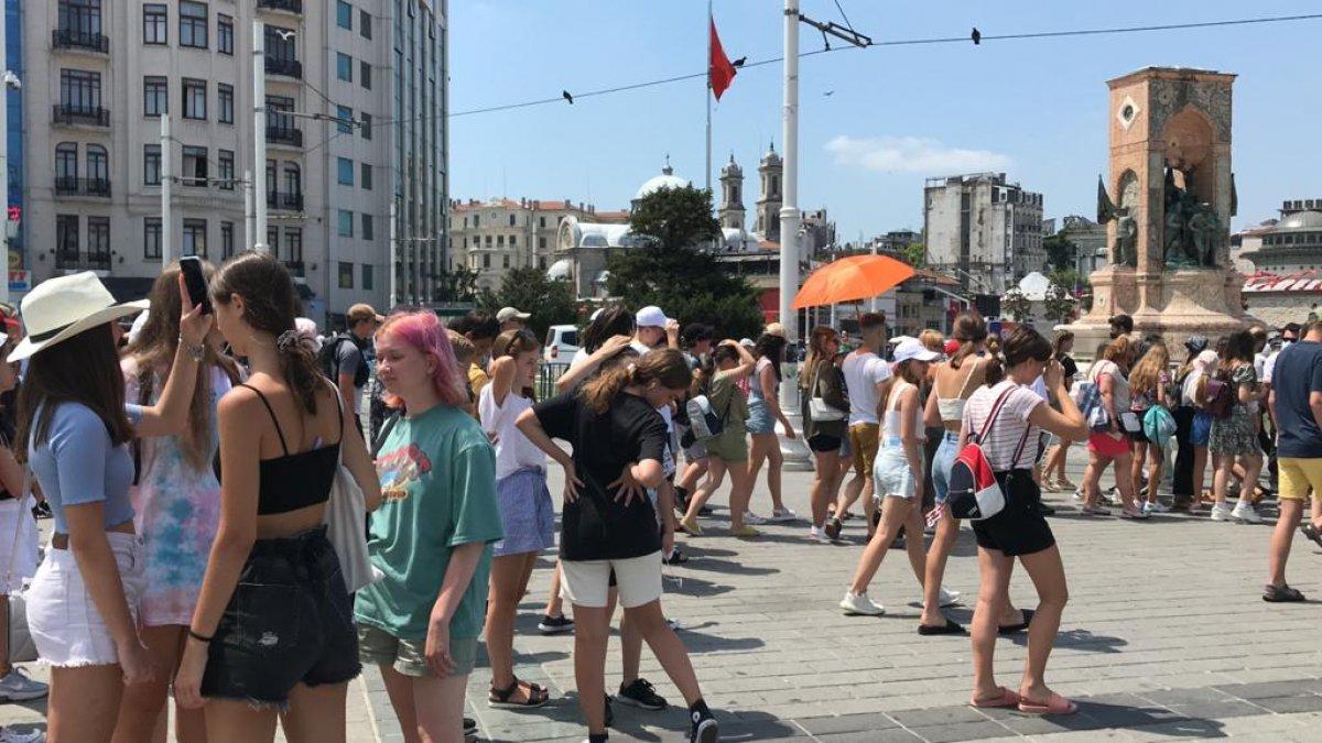Taksim de turist yoğunluğu #2