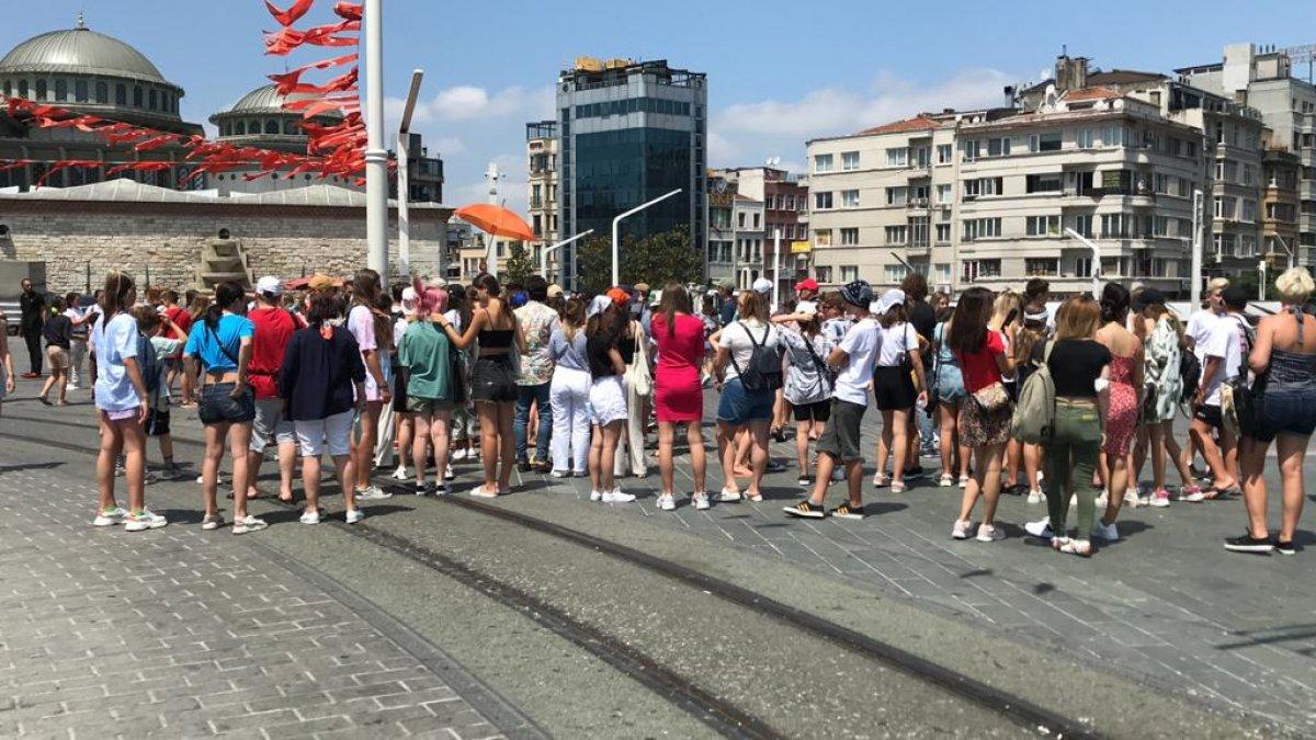 Taksim de turist yoğunluğu #4