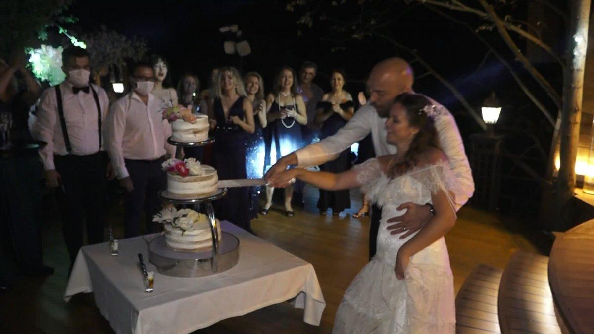 İstanbul da doktor çift düğünlerini 8 aylık kızlarıyla yaptı #5