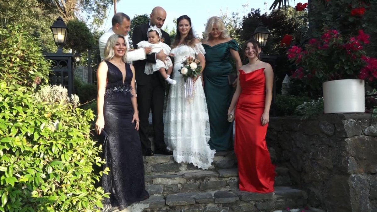 İstanbul da doktor çift düğünlerini 8 aylık kızlarıyla yaptı #1