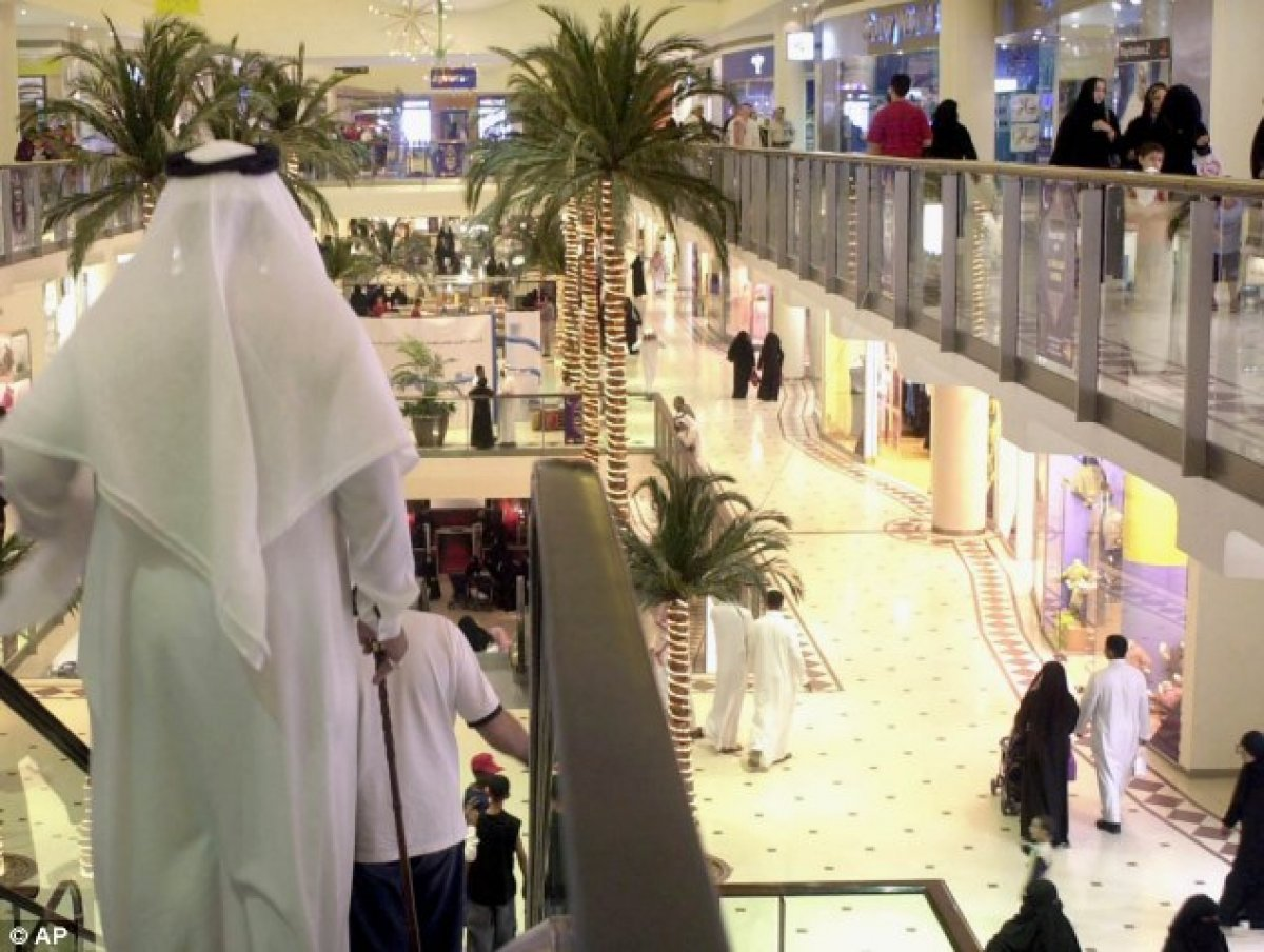 Suudi Arabistan hükümeti, mağazaların namaz vakitlerinde açık kalmasına izin verdi #1