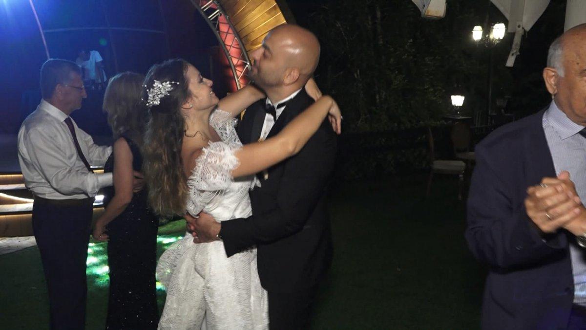 İstanbul da doktor çift düğünlerini 8 aylık kızlarıyla yaptı #4