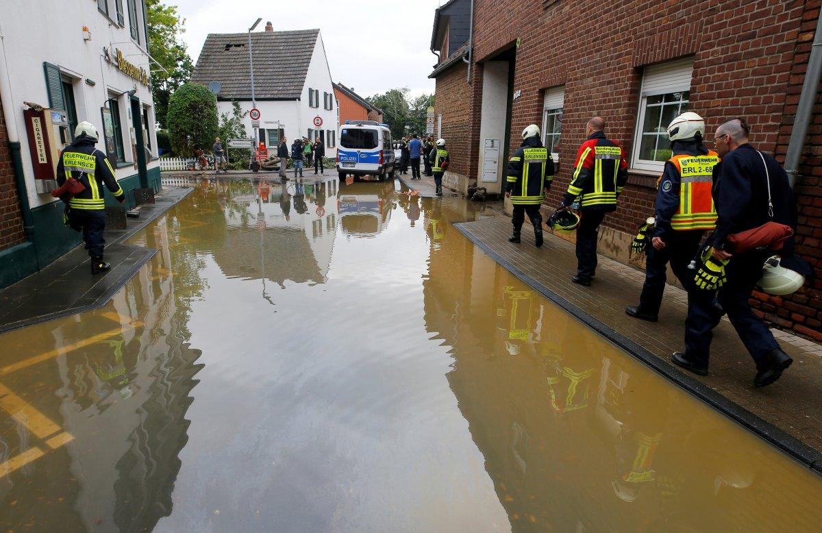 Avrupa da sel sonrası çamur temizliği #11