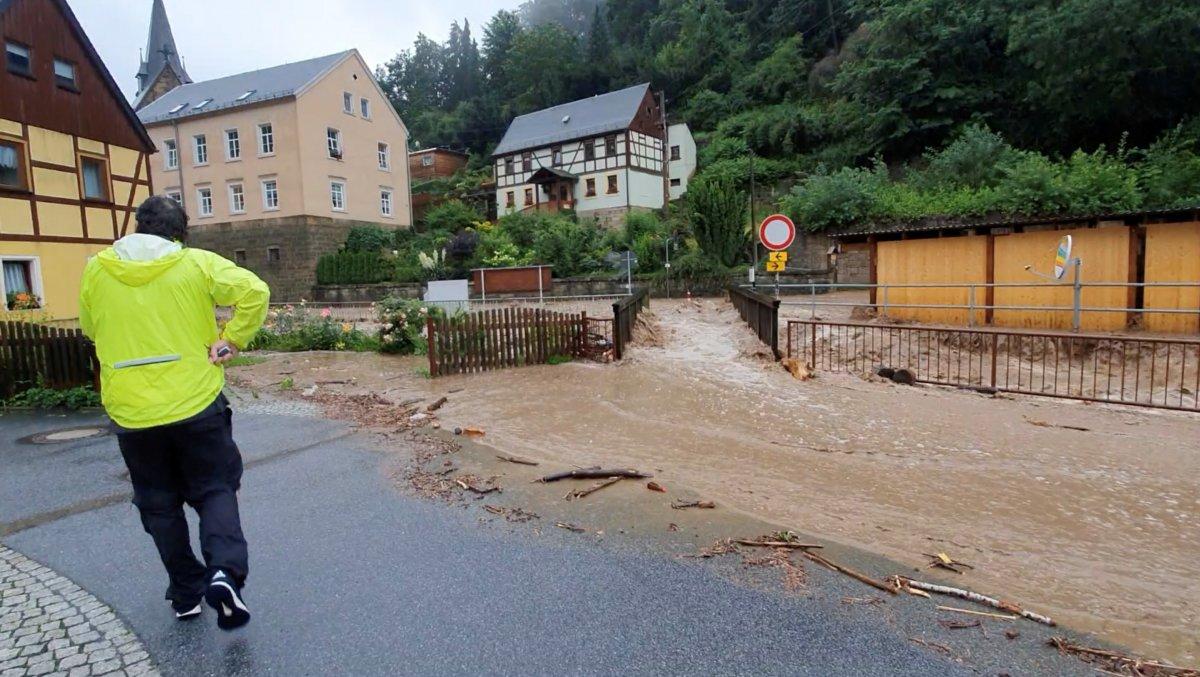 Avrupa da sel sonrası çamur temizliği #10