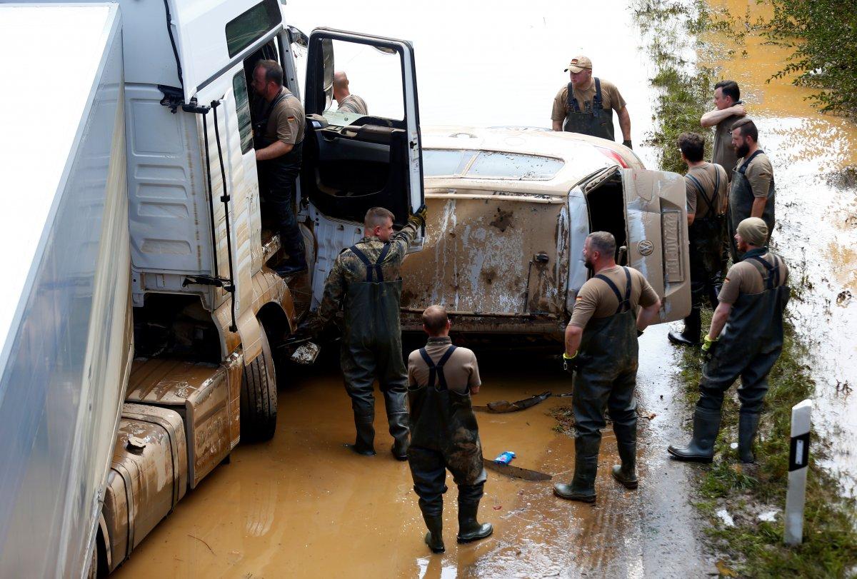 Avrupa da sel sonrası çamur temizliği #7