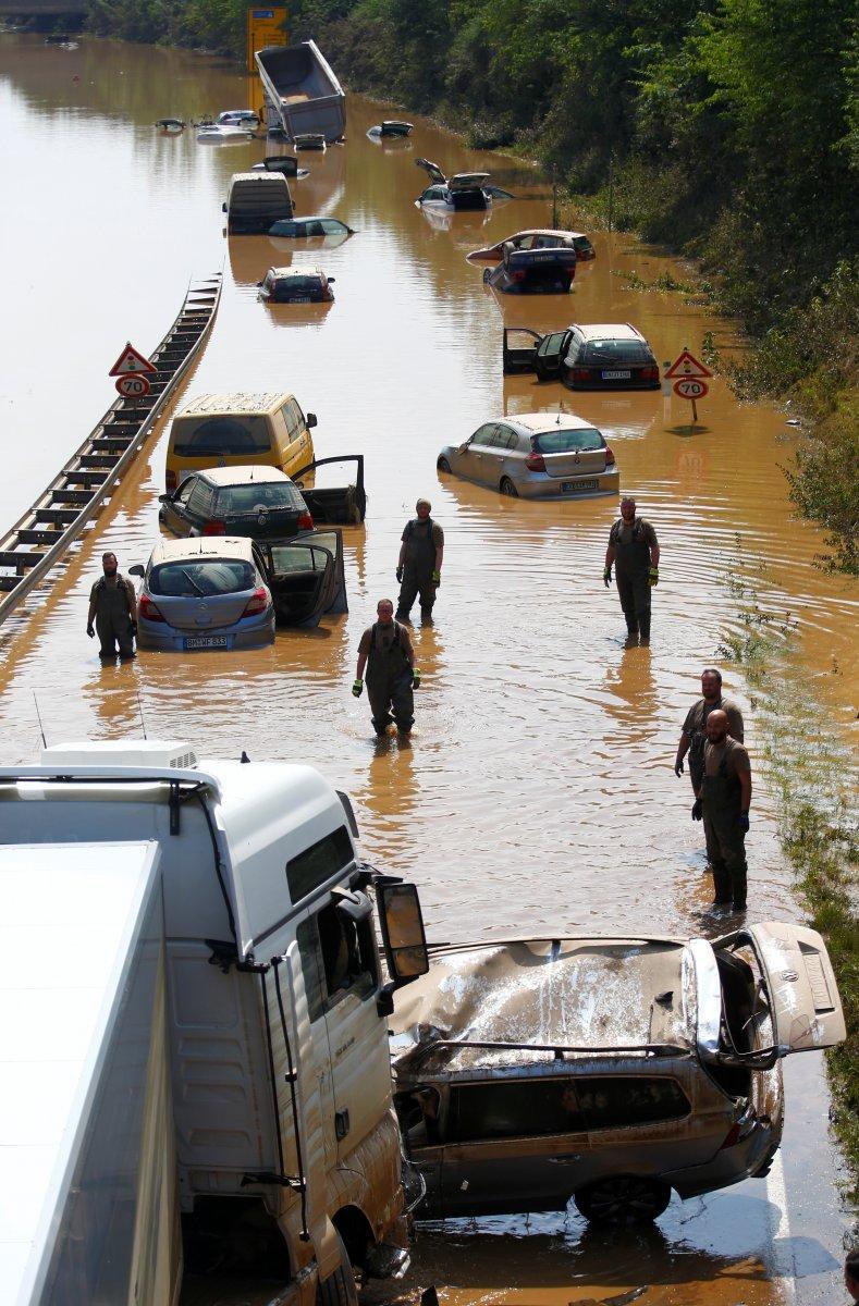 Avrupa da sel sonrası çamur temizliği #13