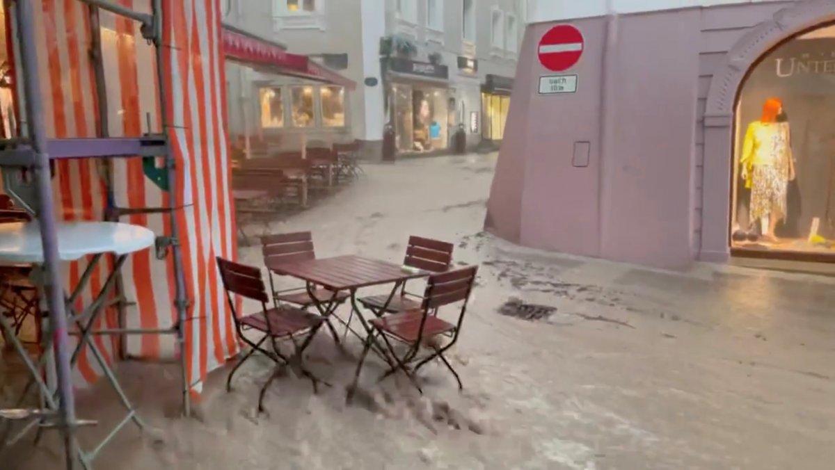Avrupa da sel sonrası çamur temizliği #12