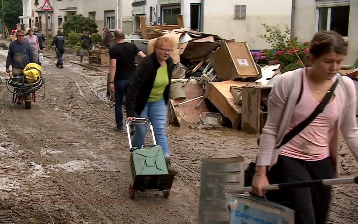 Avrupa da sel sonrası çamur temizliği #4