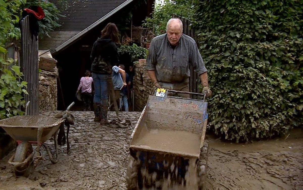 Avrupa da sel sonrası çamur temizliği #5