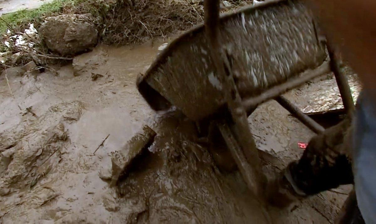 Avrupa da sel sonrası çamur temizliği #1