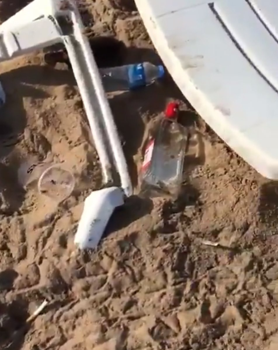 Bozcaada daki plaj, parti sonrasında çöplüğe döndü #4