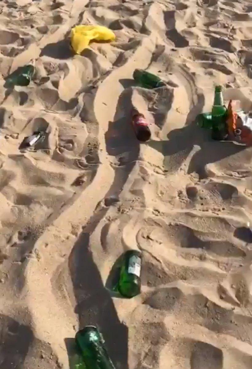 Bozcaada daki plaj, parti sonrasında çöplüğe döndü #3
