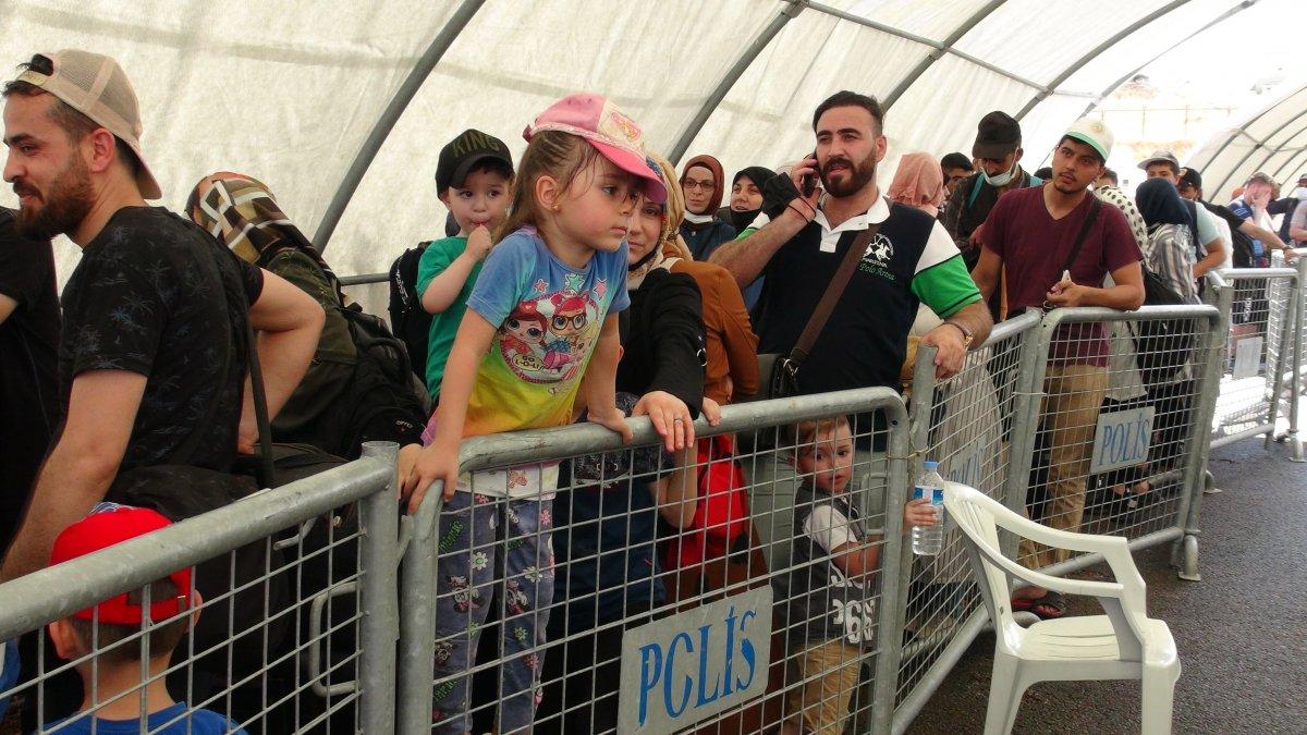 21 bin 500 Suriyeli bayram için ülkesine gitti  #7