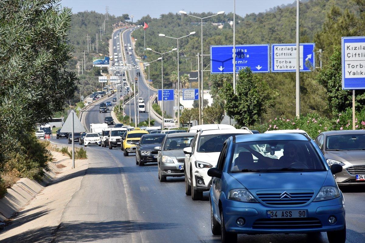 Tatil beldelerine akın akın göç devam ediyor #9
