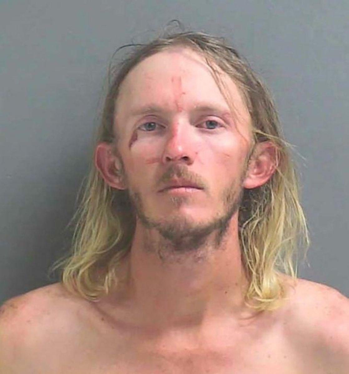 Florida da bir adam timsahı barın çatısına atmaya çalıştı #2