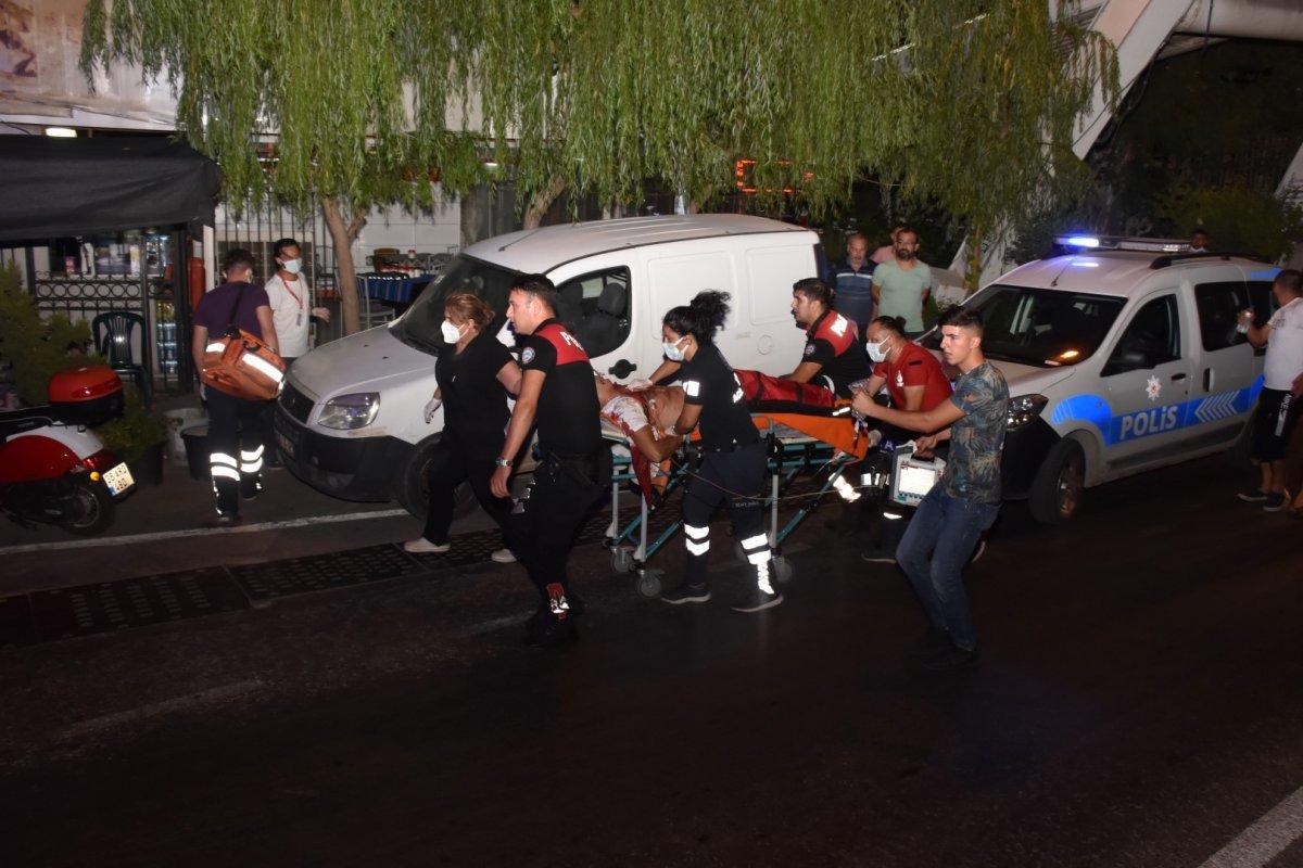 İzmir de bıçaklı kavga:  1 ölü 3 yaralı #1