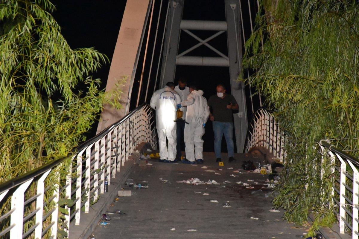 İzmir de bıçaklı kavga:  1 ölü 3 yaralı #3