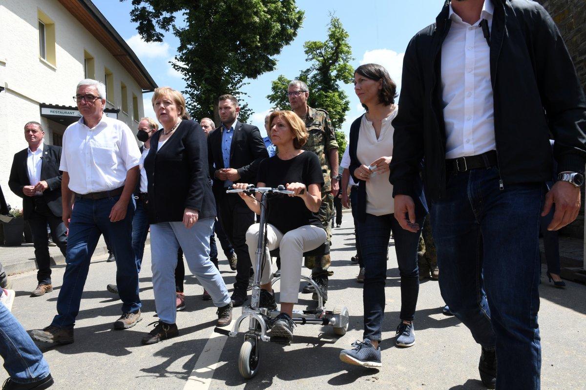 Angela Merkel, afet bölgesini inceledi #12