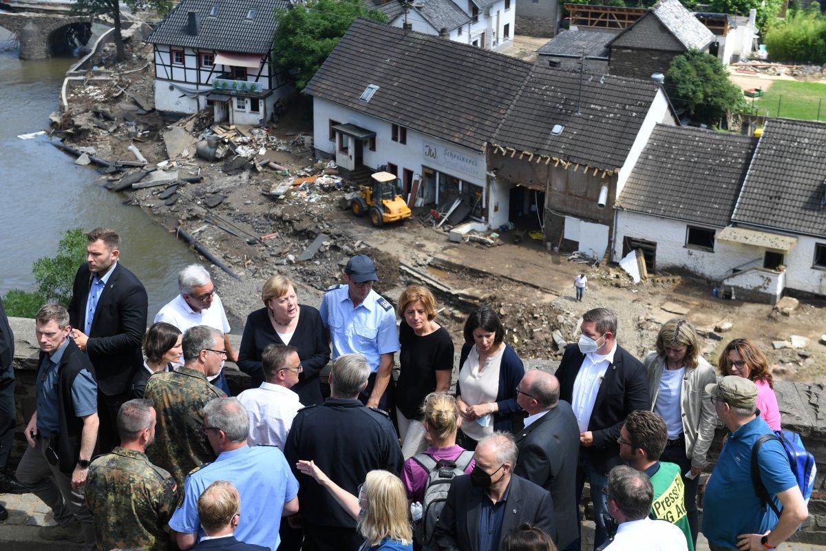 Angela Merkel, afet bölgesini inceledi #11