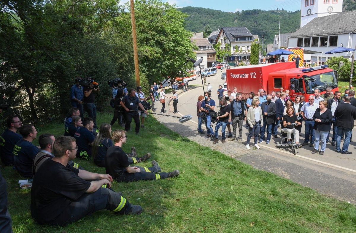 Angela Merkel, afet bölgesini inceledi #3