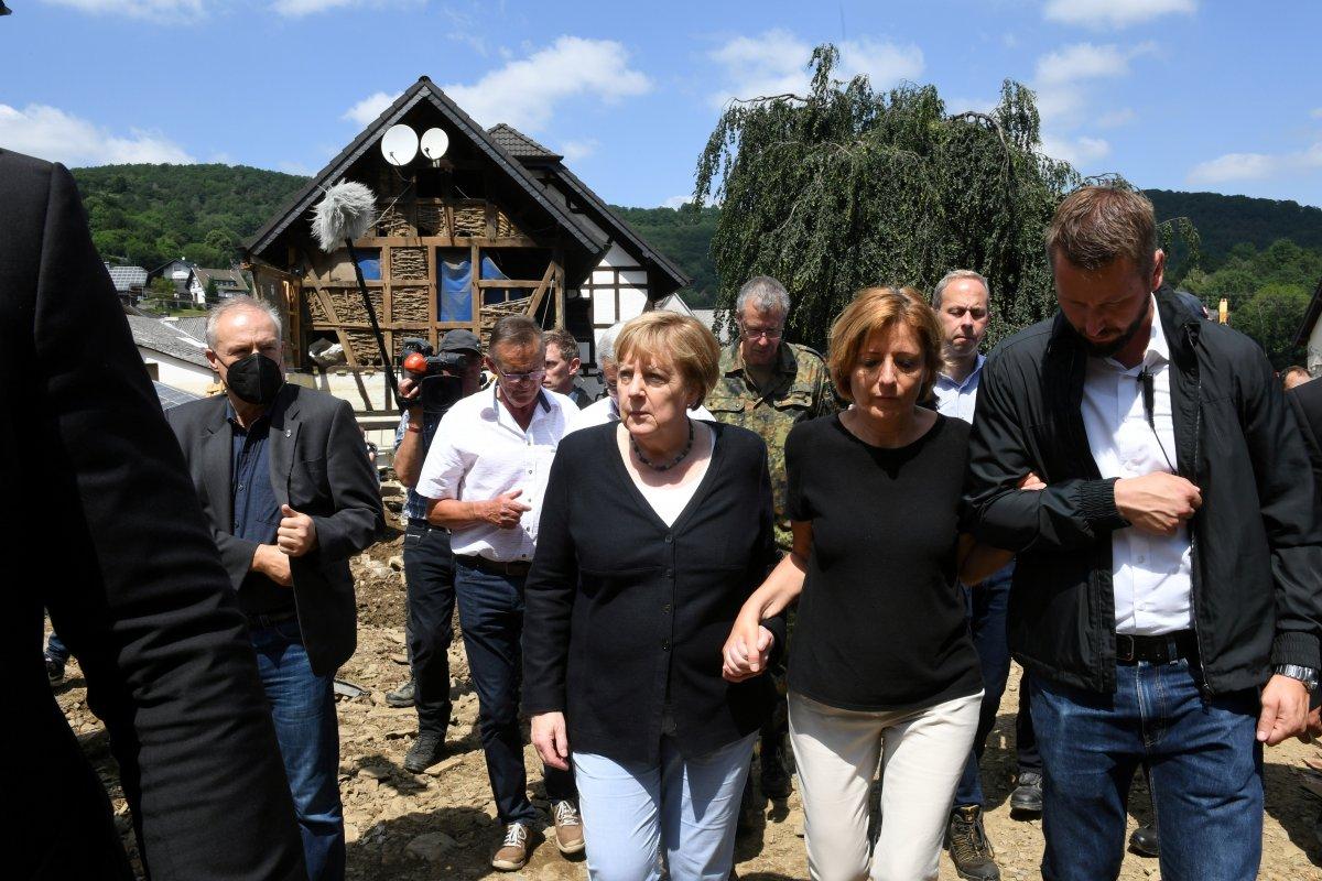 Angela Merkel, afet bölgesini inceledi #5