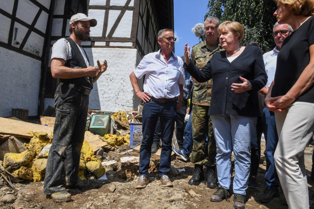 Angela Merkel, afet bölgesini inceledi #10