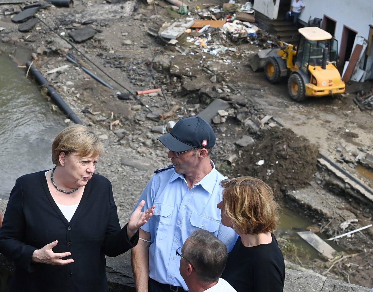 Angela Merkel, afet bölgesini inceledi #7