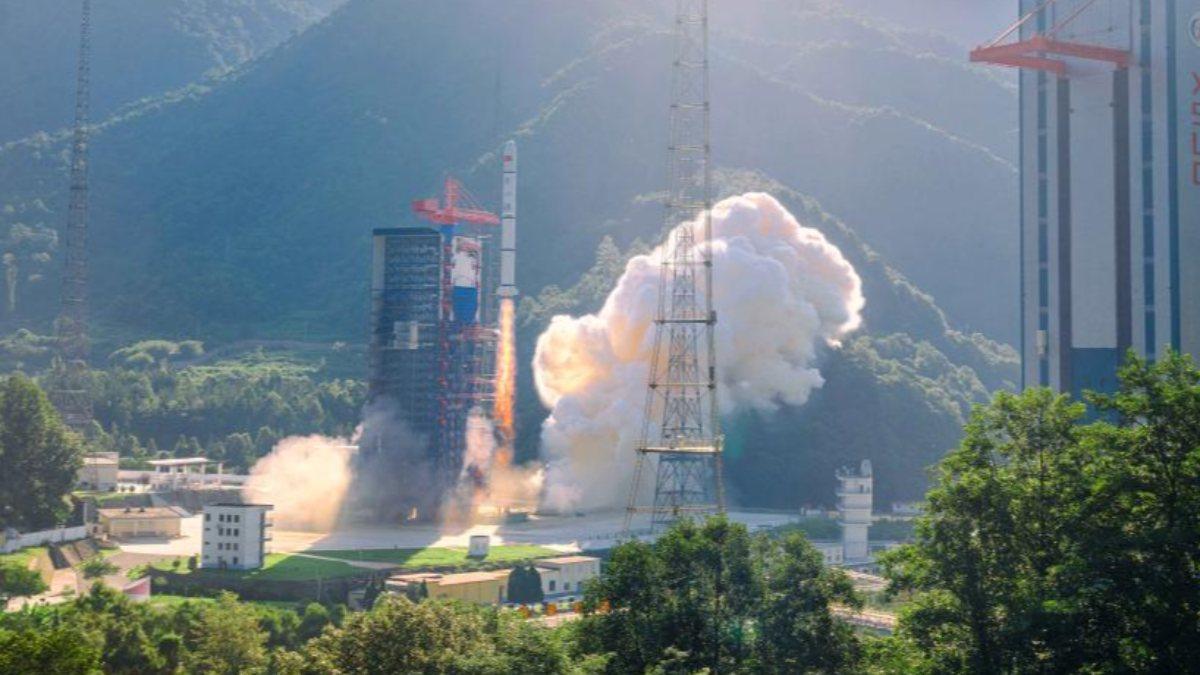 Çin, uzayı gözleyecek uydu grubunu yörüngeye gönderdi