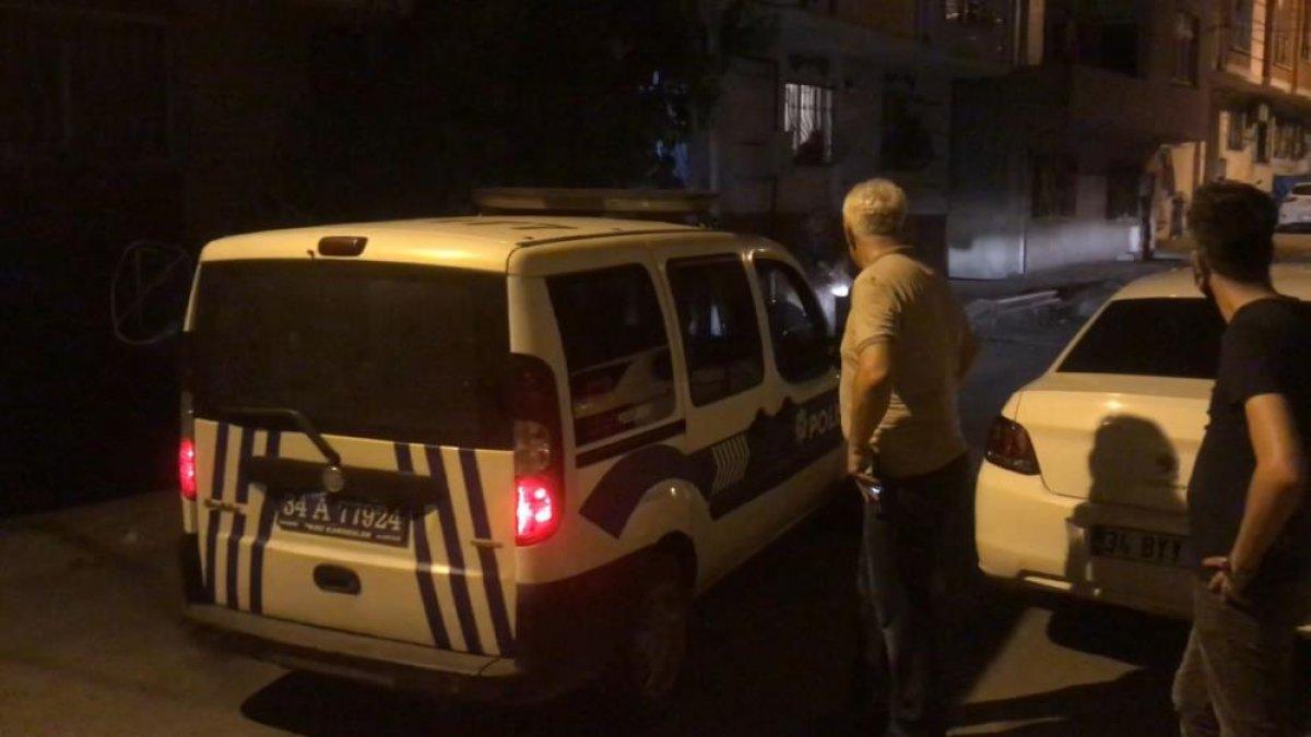 İstanbul da çocuğunu tavana asarak döven baba, polisleri harekete geçirdi #3
