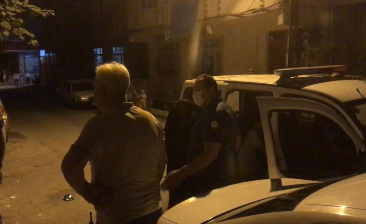 İstanbul da çocuğunu tavana asarak döven baba, polisleri harekete geçirdi #4