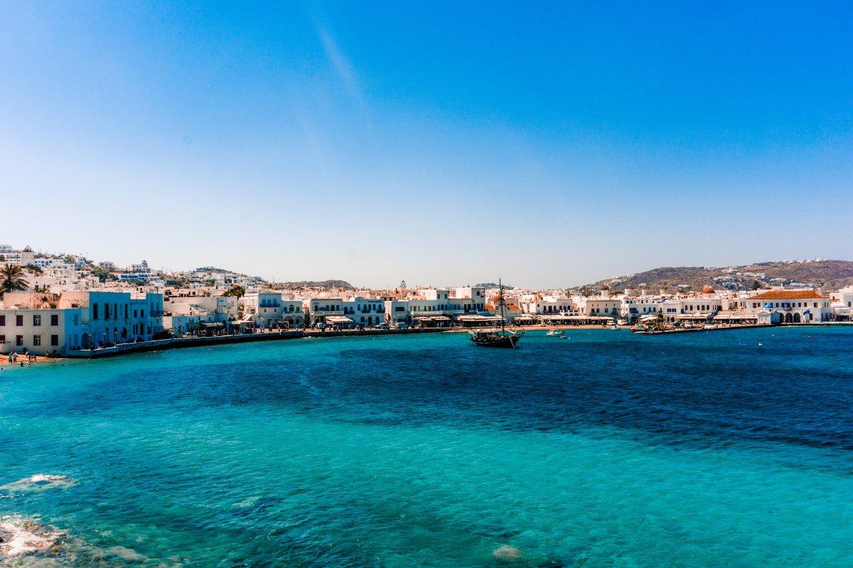 Mikonos Adası ndaki kısıtlamalar nedeniyle turistler adayı terk etti #1