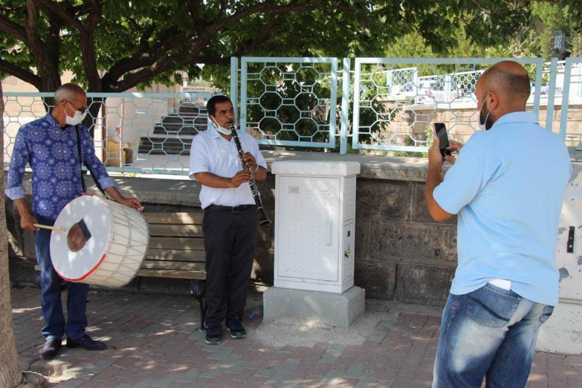 Nevşehir de eşinden boşandı, kutlama yaptı  #2