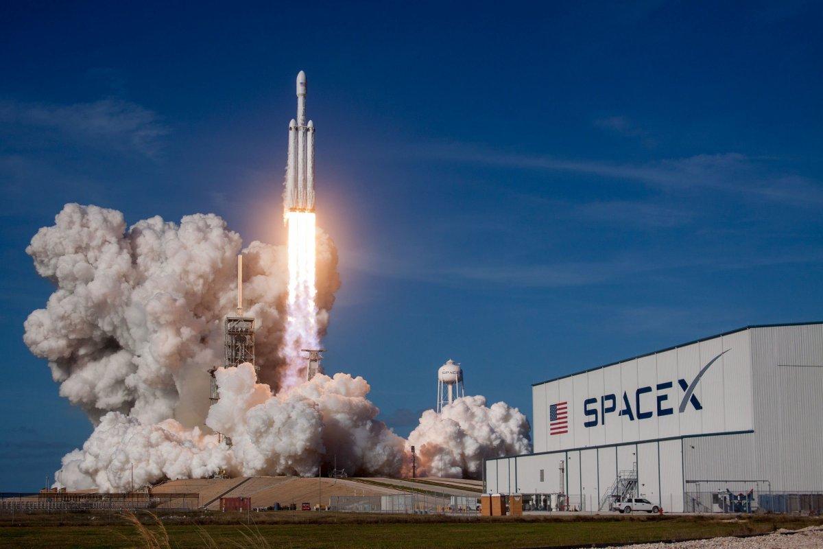 Milyarder iş insanlarının rekabeti uzaya taşındı #4