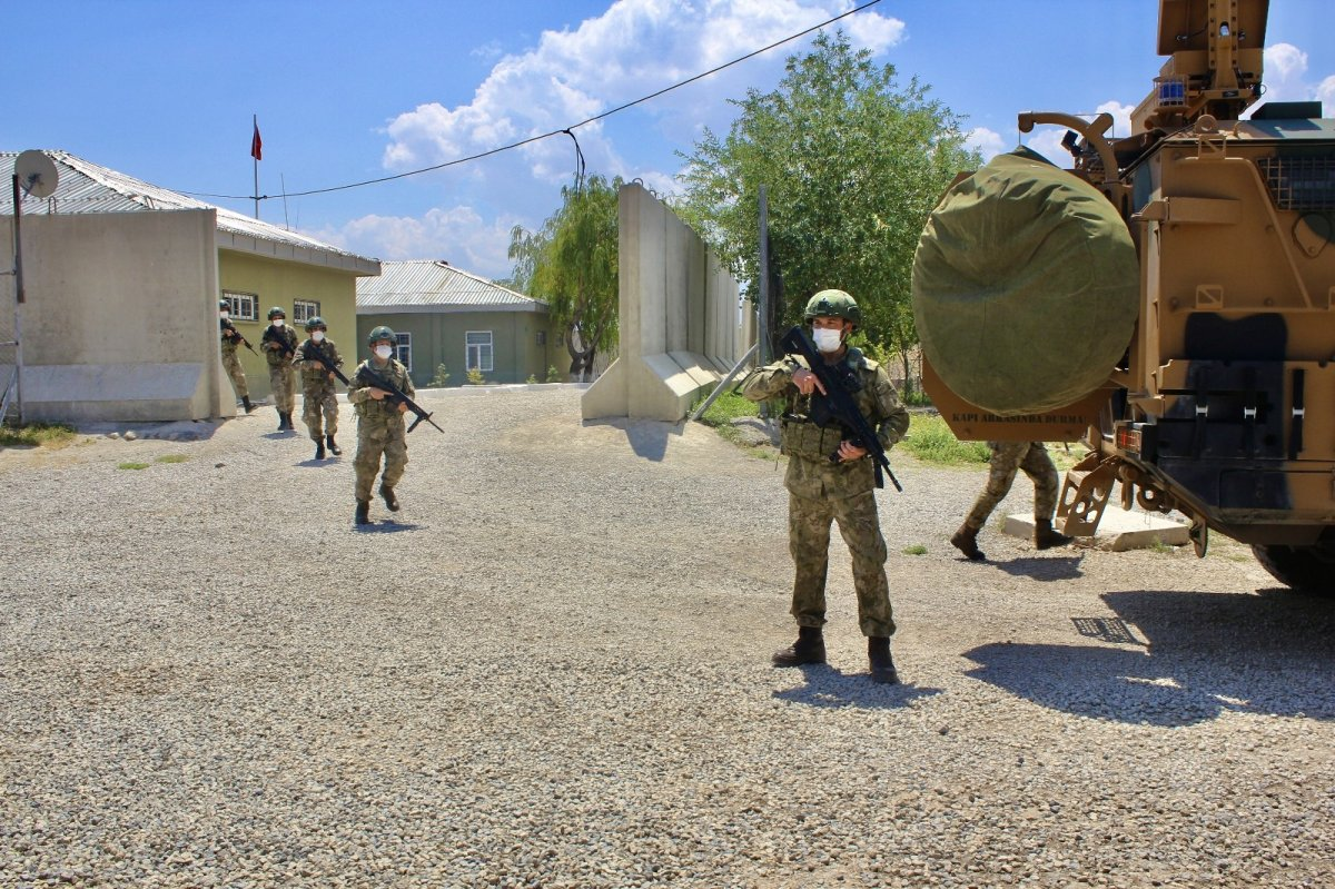 Mehmetçik Kurban Bayramı nı nöbette geçiriyor #4