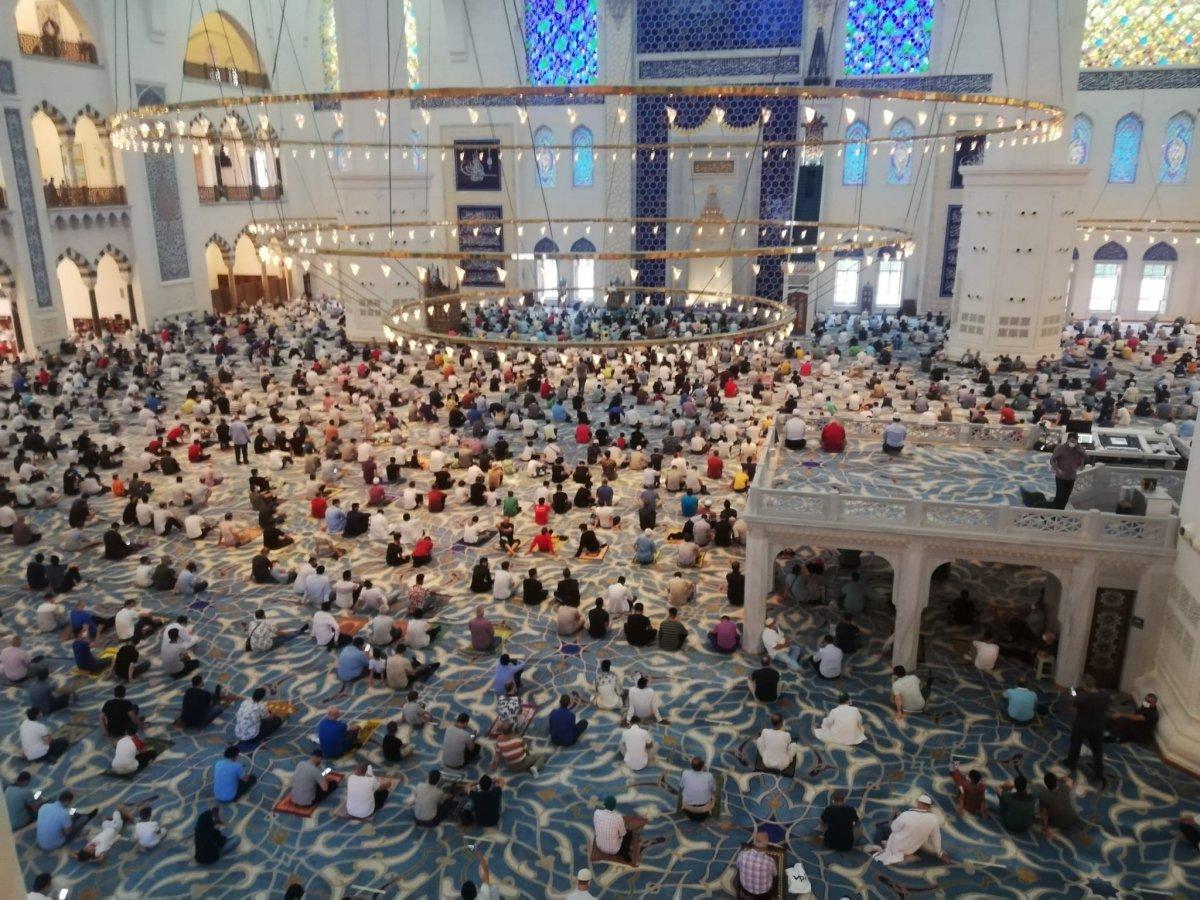 İstanbul un camilerinde Kurban Bayramı coşkusu #1