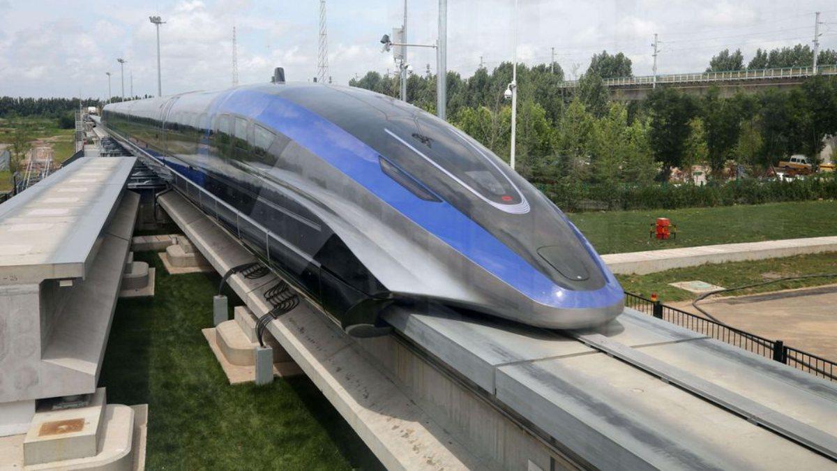 Çin, dünyanın en hızlı trenini görücüye çıkardı