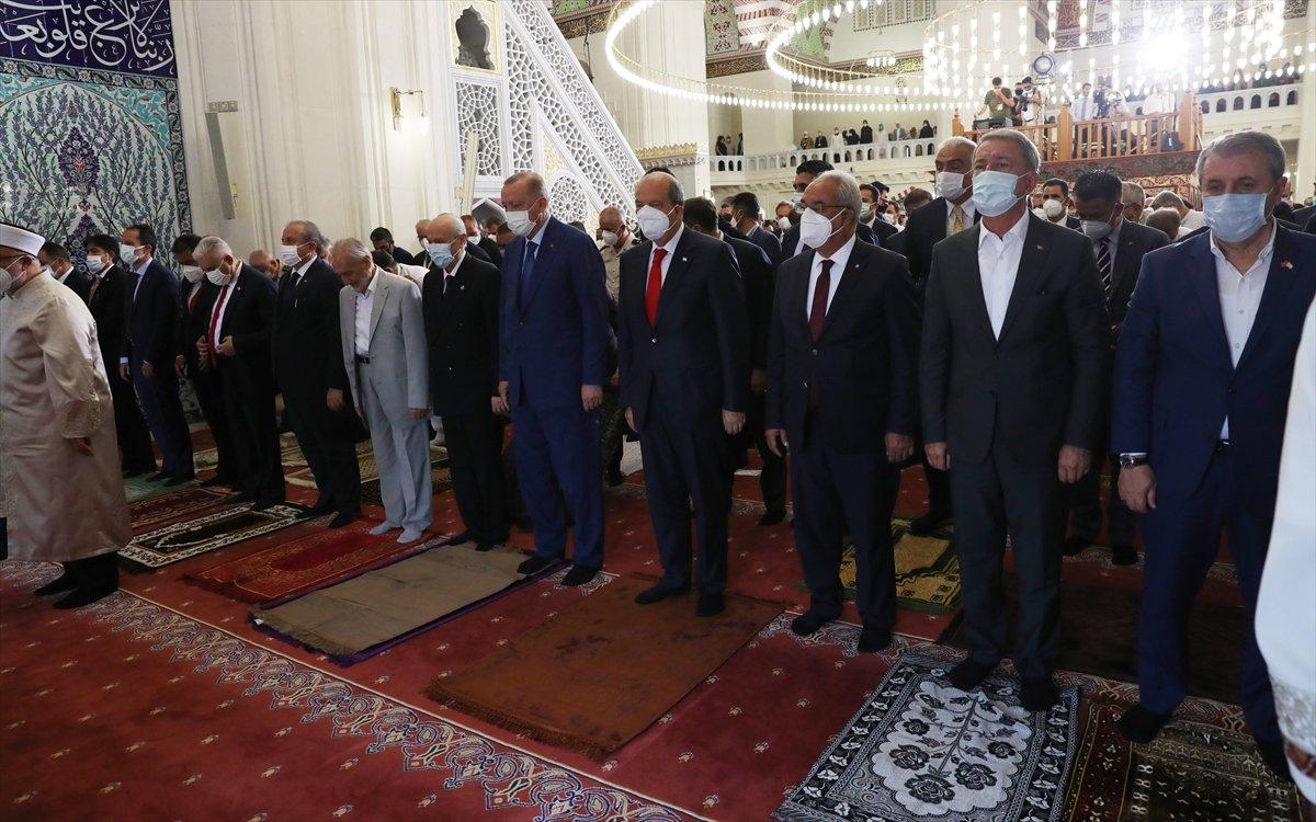 Cumhurbaşkanı Erdoğan, Kurban Bayramı namazını KKTC de kıldı #4