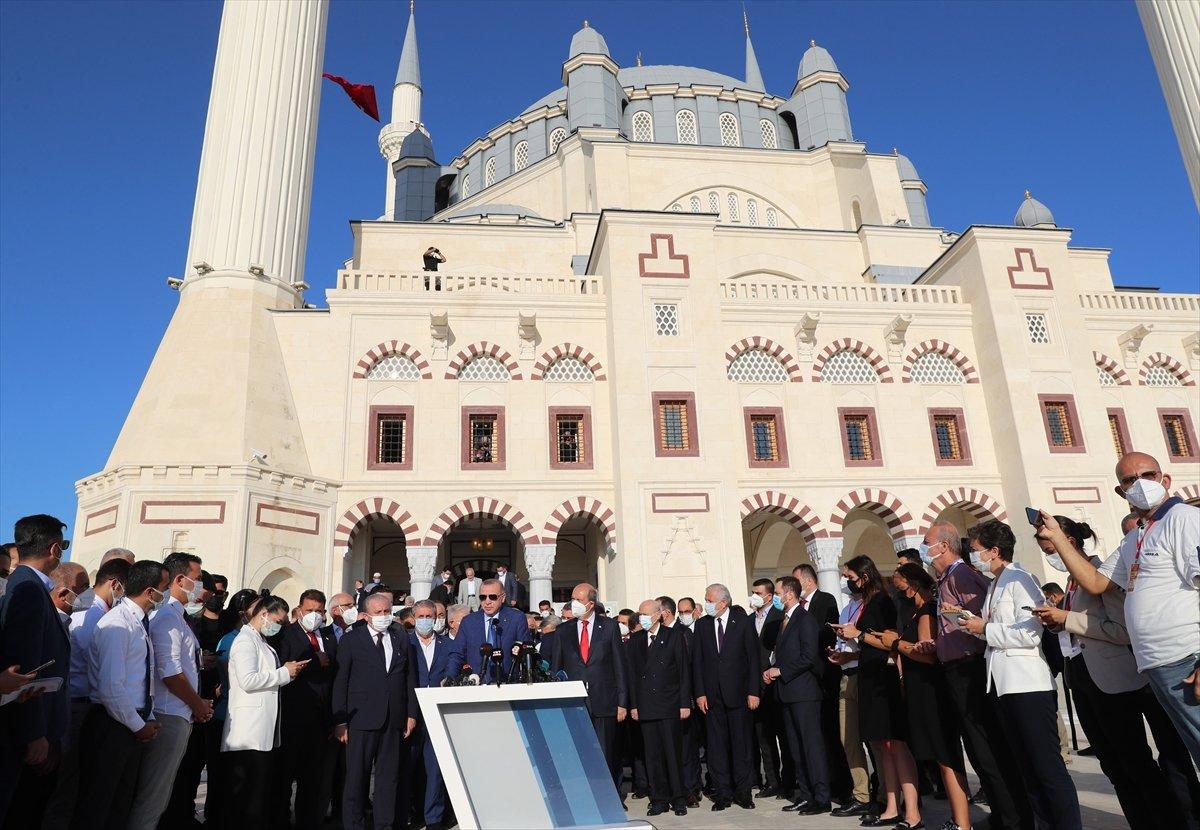 Cumhurbaşkanı Erdoğan, Kurban Bayramı namazını KKTC de kıldı #12