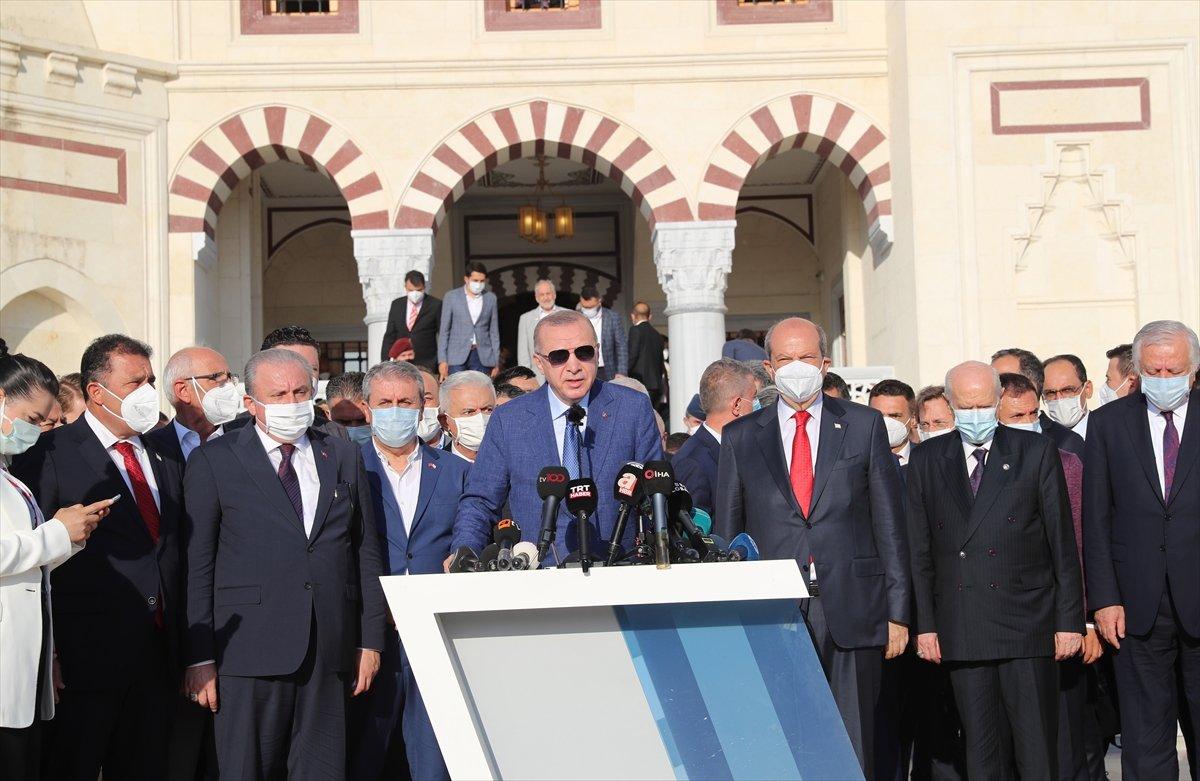 Cumhurbaşkanı Erdoğan, Kurban Bayramı namazını KKTC de kıldı #11