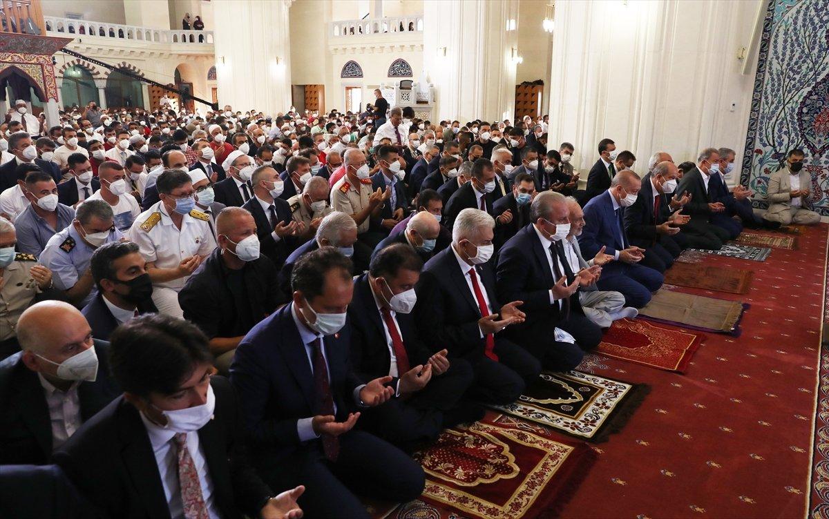 Cumhurbaşkanı Erdoğan, Kurban Bayramı namazını KKTC de kıldı #7