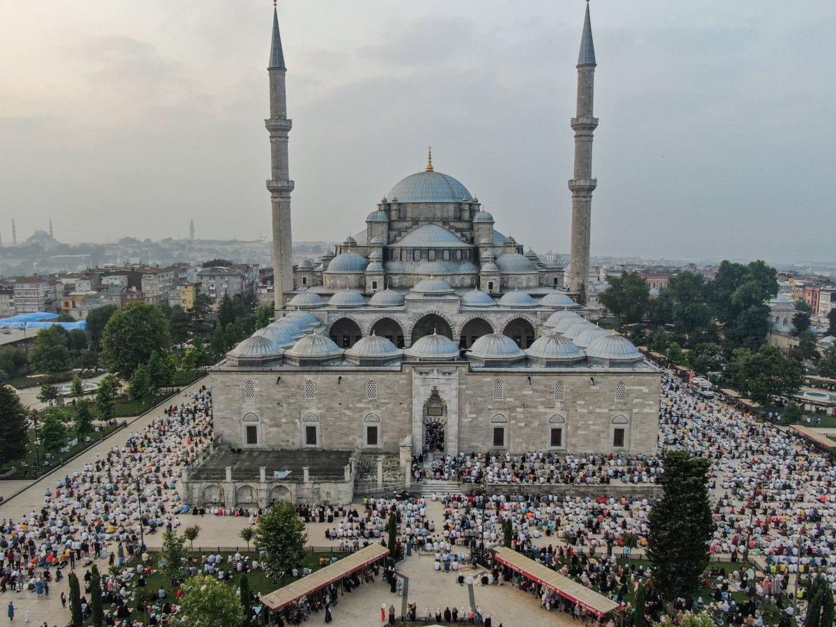 İstanbul un camilerinde Kurban Bayramı coşkusu #9