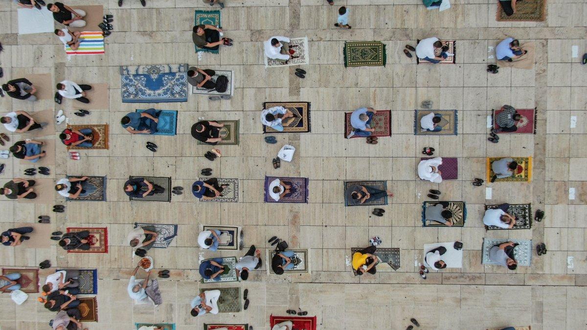 İstanbul un camilerinde Kurban Bayramı coşkusu #5
