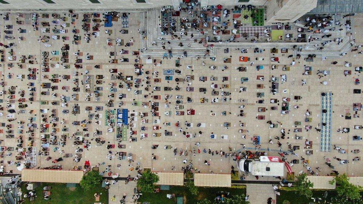 İstanbul un camilerinde Kurban Bayramı coşkusu #6