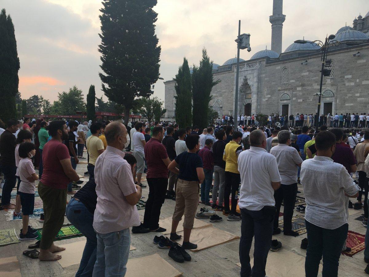 İstanbul un camilerinde Kurban Bayramı coşkusu #2