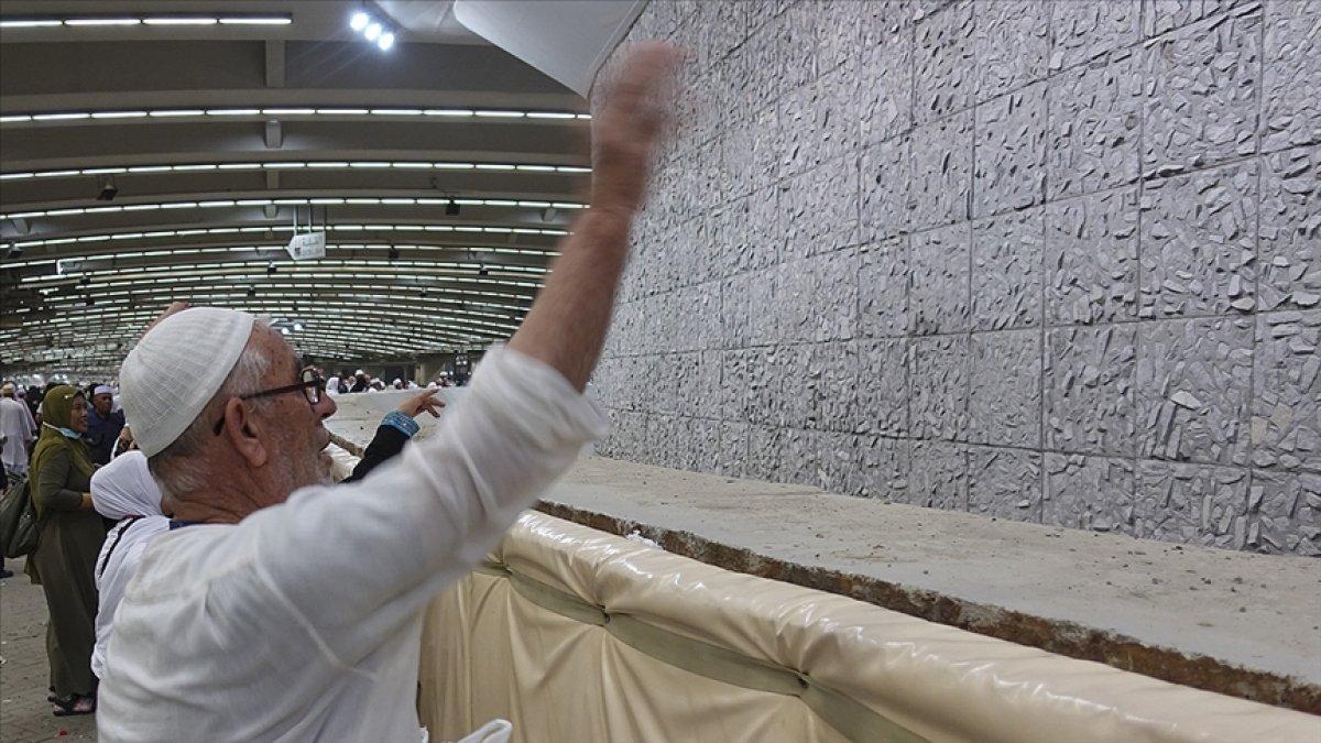 Hacı adayları Kurban Bayramı nın ilk günü şeytan taşladı #1