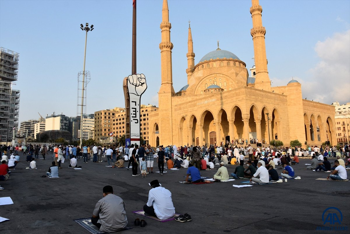 Kurban Bayramı kutlanıyor: Dünyadan bayram namazı manzaraları #30