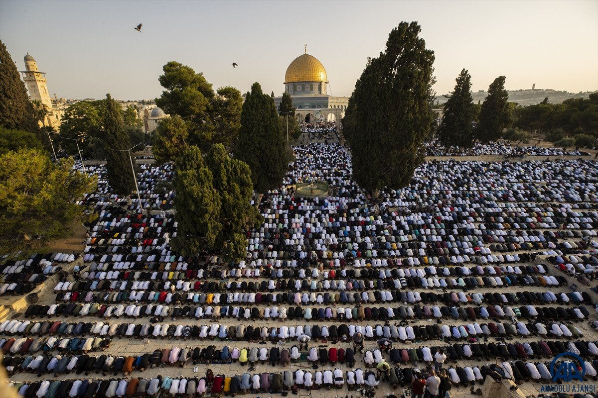 Kurban Bayramı kutlanıyor: Dünyadan bayram namazı manzaraları #4